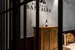 Botella Santalba encima de una mesa